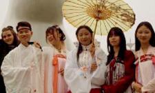 Mit einem Stipendium nach China.