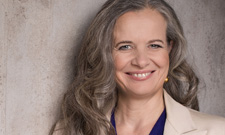 IST-Schlafexpertin Christine Lenz führt durchs IST-Webinar.