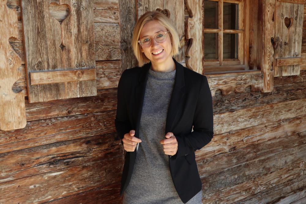 IST-Absolventin Lisa Marie Stangier gibt ihr Führungswissen weiter.