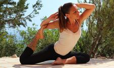 Fitnessprofi Nina Sänger liebt Yoga.